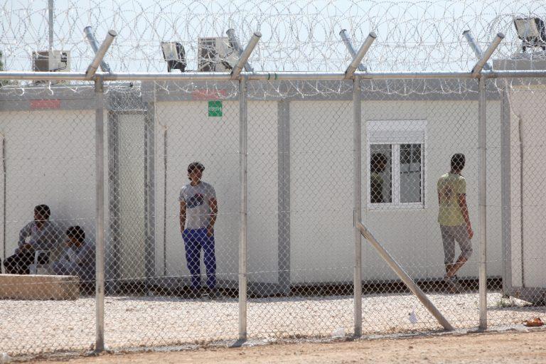 Αντιδράσεις στην Κοζάνη για το κέντρο υποδοχής μεταναστών | Newsit.gr
