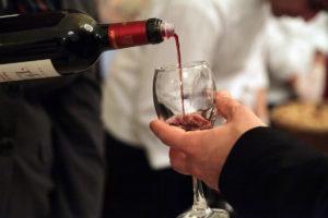 Υπόσχεση Αποστόλου: Καταργείται ο Ειδικός Φόρος στο κρασί!