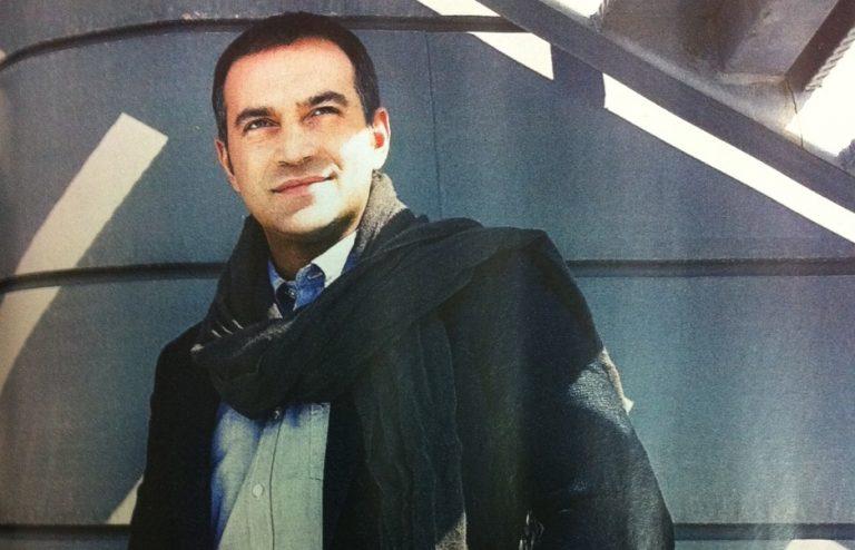 Ο Κρατερός Κατσούλης αποκαλύπτει ποιος άνδρας τον έχει φιλήσει καλύτερα! | Newsit.gr