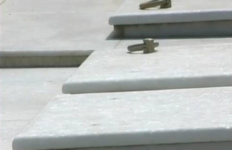 Πάτρα: Έκλεψαν τους κρίκους από τους τάφους | Newsit.gr