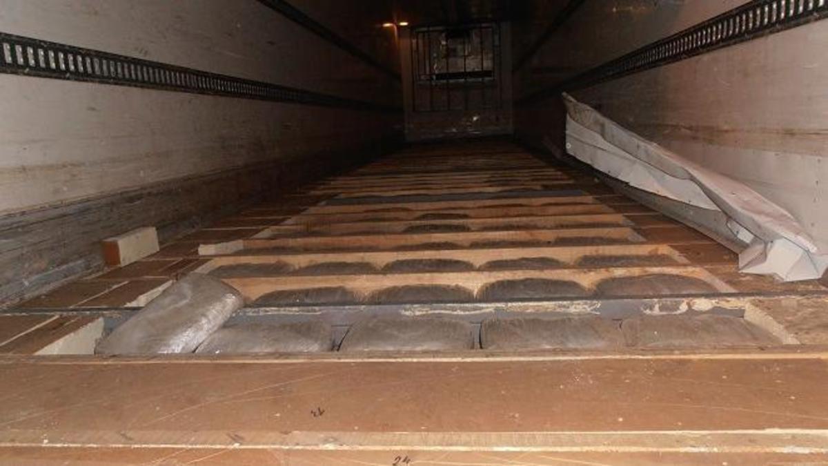 Πάτρα: Πάνω από 370 κιλά χασίς βρέθηκαν σε φορτηγό   Newsit.gr