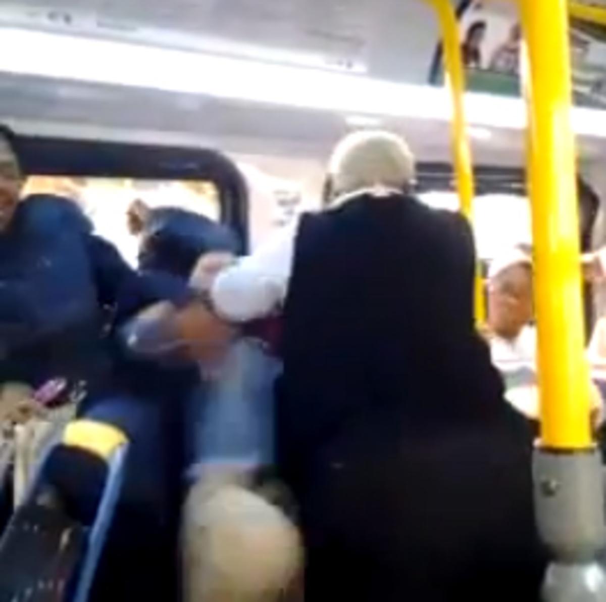 Οδηγός λεωφορείου έκανε «μαύρη» στο ξύλο μαθήτρια γιατί άκουγε δυνατά μουσική | Newsit.gr
