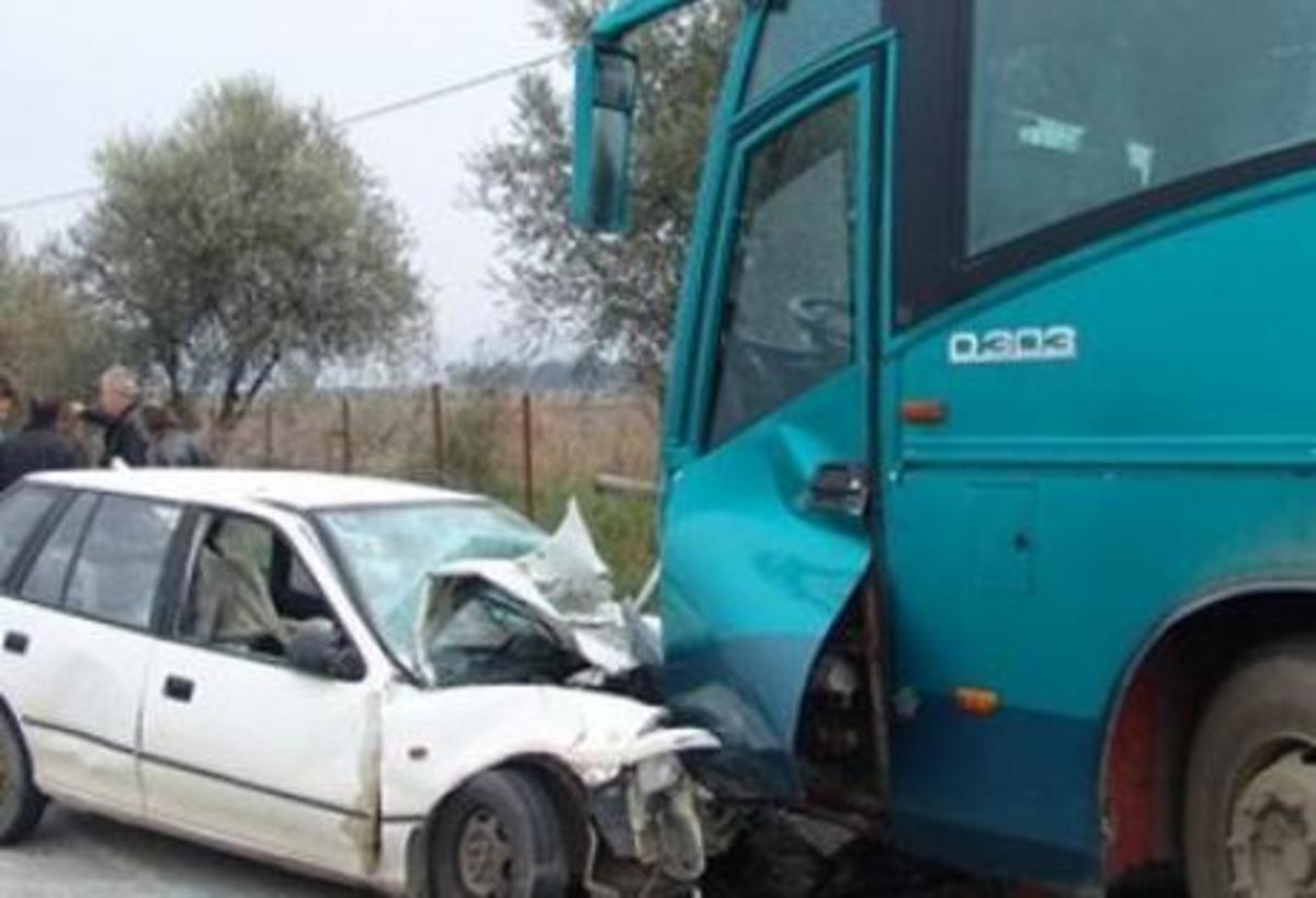Αιτωλοακαρνανία: «Αναίμακτη» σύγκρουση λεωφορείου με ΙΧ | Newsit.gr