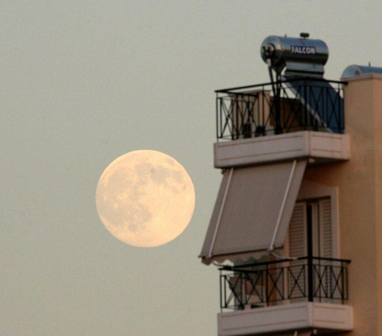 Αχαϊα: Τον έβλεπαν να πέφτει αναίσθητος από το μπαλκόνι του σπιτιού του! | Newsit.gr