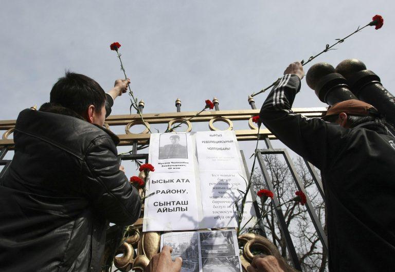 Ηρεμία σήμερα στο Κιργιστάν – Δεν παραιτείται ο ανατραπείς πρόεδρος | Newsit.gr