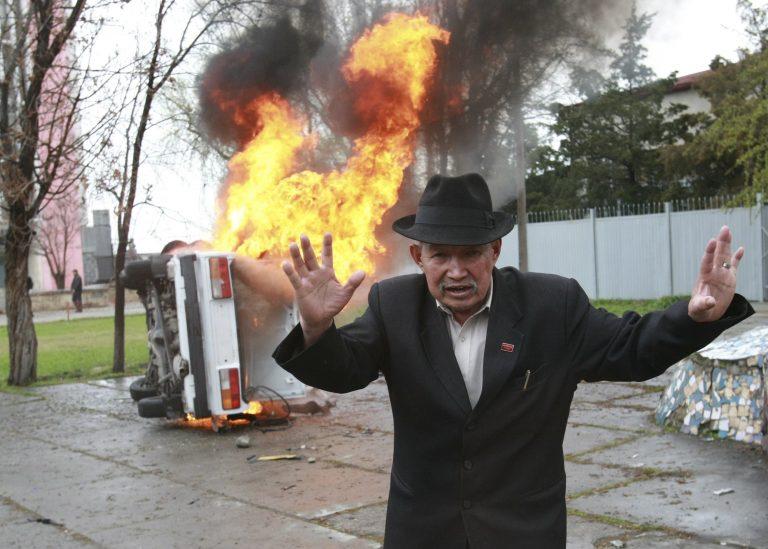 Βία, χάος και 100 νεκροί στο Κιργιστάν   Newsit.gr