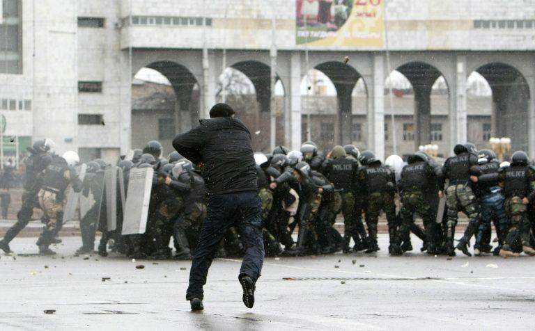 Έπεσε τελικά η κυβέρνηση στο Κιργιστάν   Newsit.gr