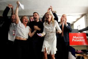 Μητσοτάκης: Χαιρετίζω τη μεγάλη νίκη του Μακρόν