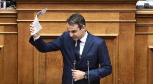 Βουλή: «Σφυροκόπημα» Μητσοτάκη σε Τσίπρα! «Kαι με σμόκιν στην παραλία» [vid, pics]