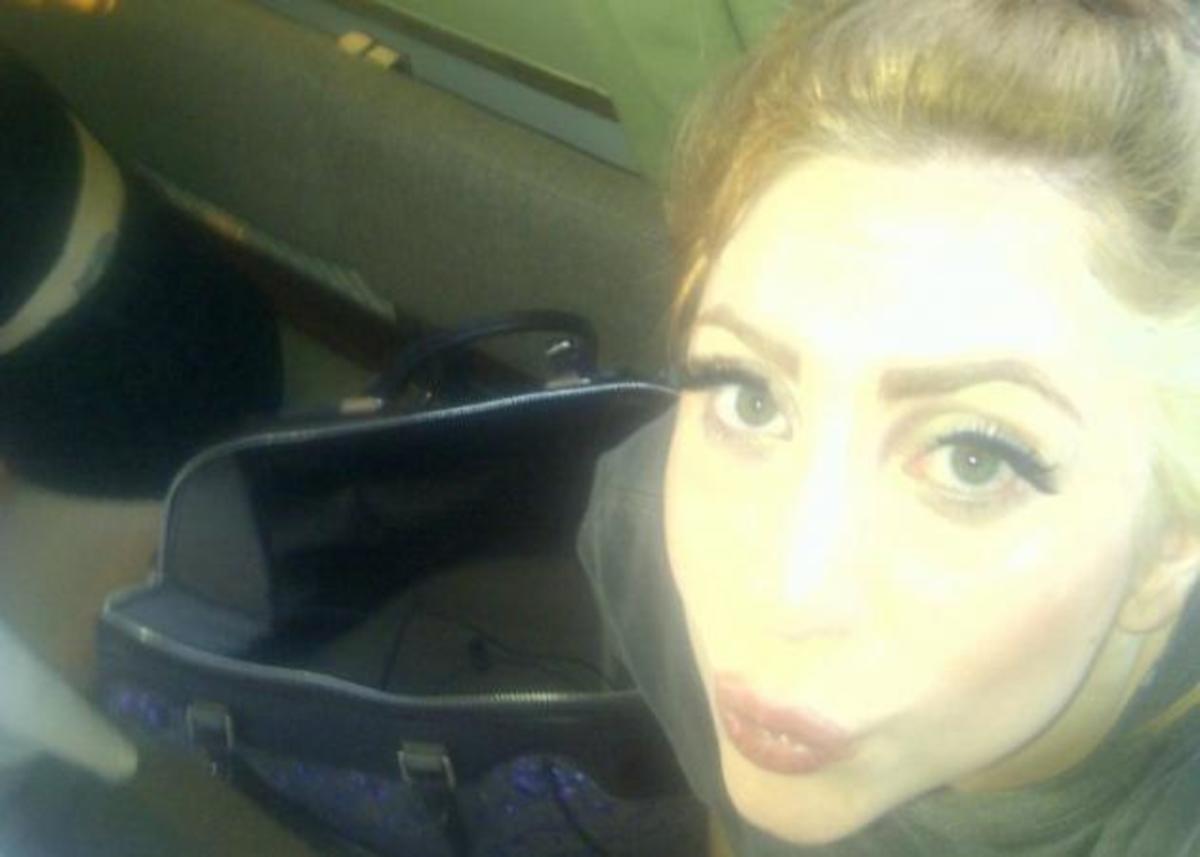 H Lady Gaga έβαψε τα μαλλιά της… καστανό Louis Vuitton! | Newsit.gr