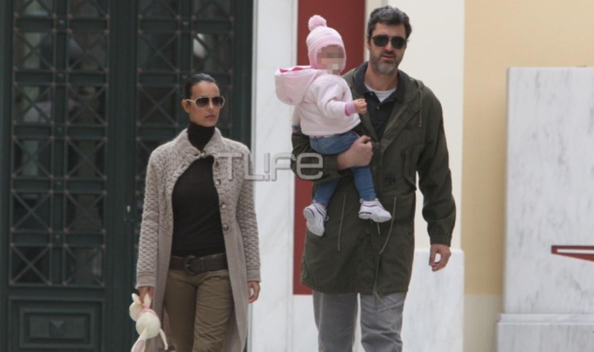 Ο. Λαφαζάνη – Ν. Οικονόμου: Βόλτα με την κόρη τους! | Newsit.gr