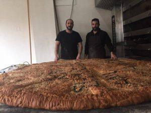 Χανιά: Αυτή είναι η λαγάνα των 100 κιλών για την Καθαρά Δευτέρα [pics]