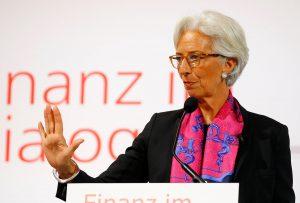 Νέο μήνυμα Λαγκάρντ για το χρέος: Είτε το κάνετε βιώσιμο και συμμετέχουμε είτε…