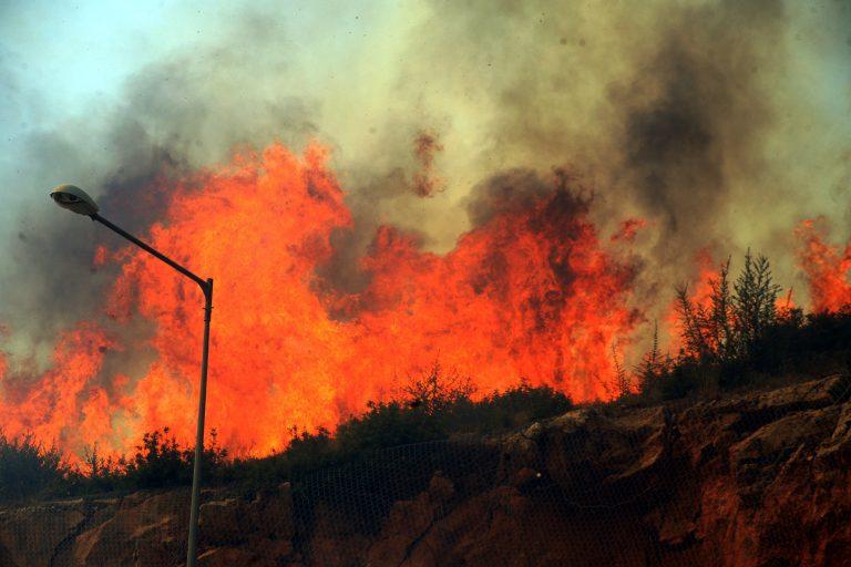 Υπό έλεγχο η φωτιά στο Καπανδρίτι – Μαίνονται οι φωτιές σε Χίο και Καλαμπάκα | Newsit.gr
