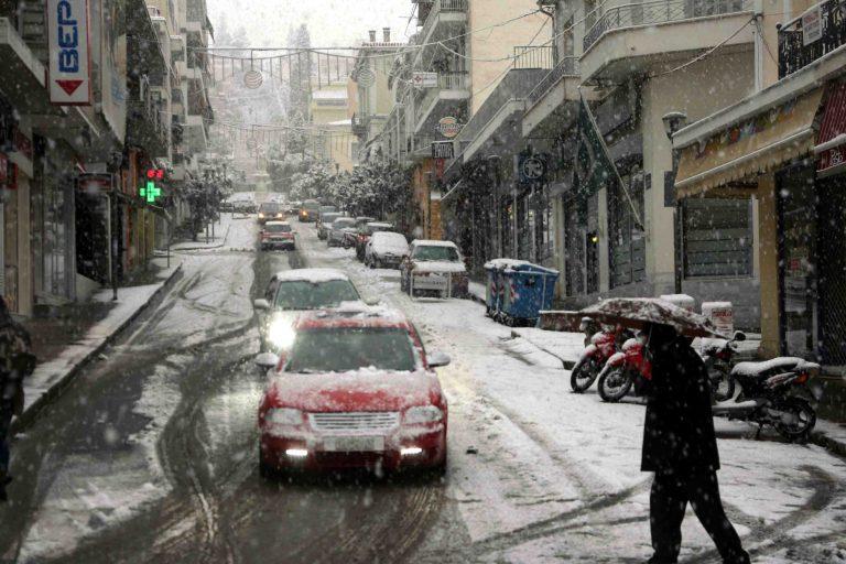 Μισό μέτρο το χιόνι στην Καστοριά – Αποκλεισμένος ο μισός νομός Τρικάλων – Εκτός εθνικών οδών έως τις 14:00 τα φορτηγά | Newsit.gr