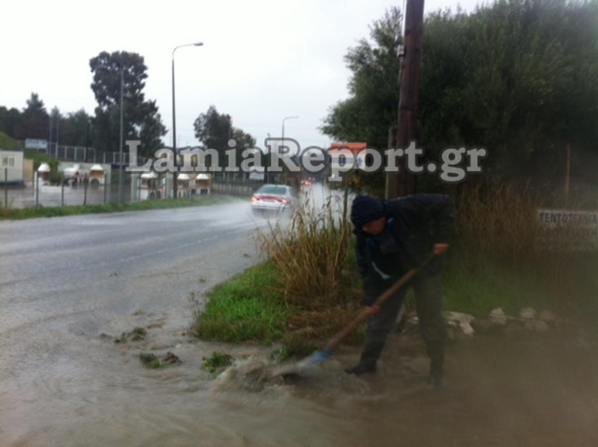 Ποτάμια οι δρόμοι της Λαμίας – Φωτό και Video   Newsit.gr