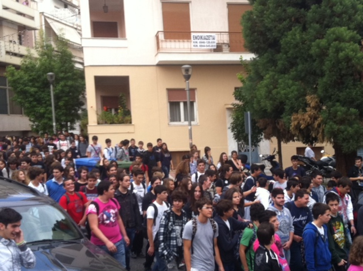Στους δρόμους οι μαθητές της Λαμίας – ΦΩΤΟ | Newsit.gr