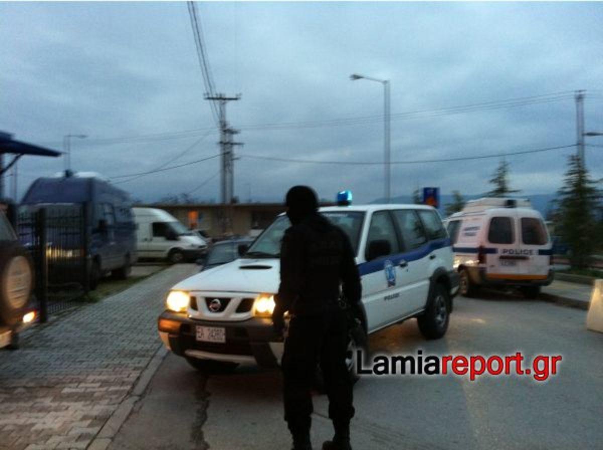 Στα κρατητήρια της Λαμίας οι ληστές του Μώλου. Δείτε video και φωτογραφίες από την προσαγωγή | Newsit.gr