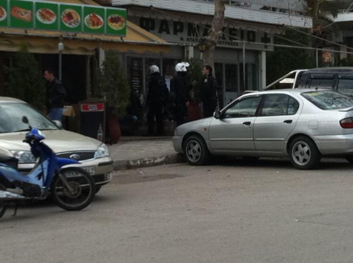 Λαμία: Έβλεπε να τον κλέβουν από έναν καθρέφτη – Μετά το ξύλο… χειροπέδες! | Newsit.gr