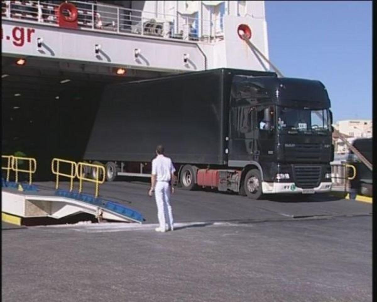 Φθιώτιδα: Η απίστευτη περιπέτεια οδηγού νταλίκας – Βρήκε νεκρό λαθρομετανάστη στην καρότσα του φορτηγού του! | Newsit.gr