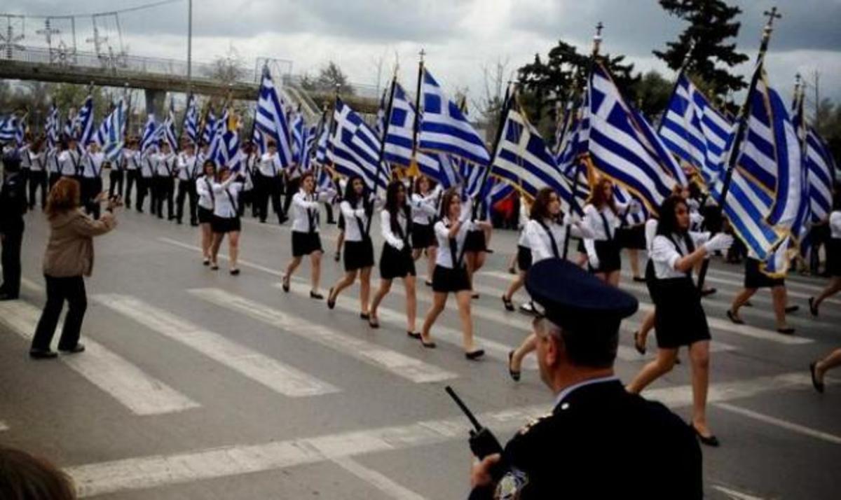 Η Λάουρα Νάργες μας μεταφέρει τον παλμό της παρέλασης στη Θεσσαλονίκη! | Newsit.gr