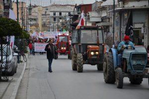 Απεργία: Τα τρακτέρ στους δρόμους της Λάρισας [pics]