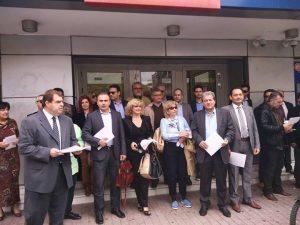 Διαμαρτυρία ασφαλιστών στη Λάρισα για τις τράπεζες