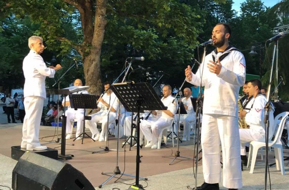 Συγκίνηση στη Λάρισα – Αφιέρωσαν τραγούδι στους νεκρούς του Σαραντάπορου [vid]