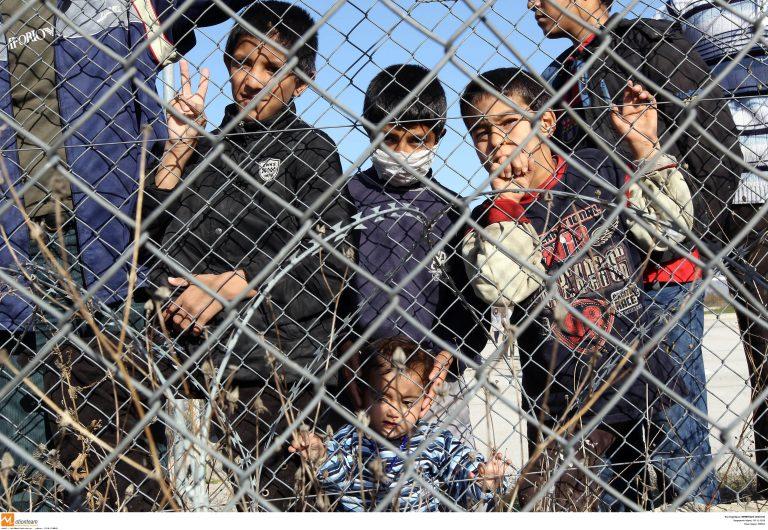 Νόμιμη η κράτηση έως 1 χρόνο των προς απέλαση αλλοδαπών | Newsit.gr