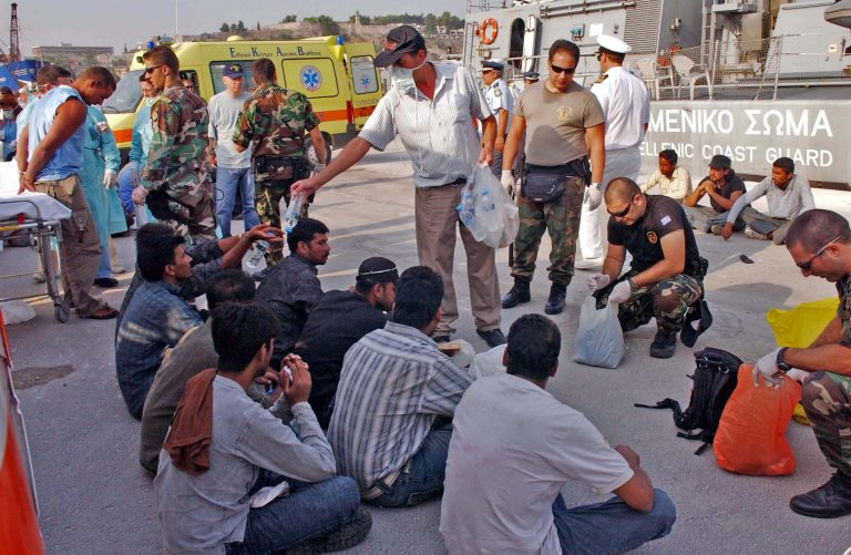 10.165 λαθρομετανάστες εντοπίστηκαν στο Αιγαίο το 2009   Newsit.gr