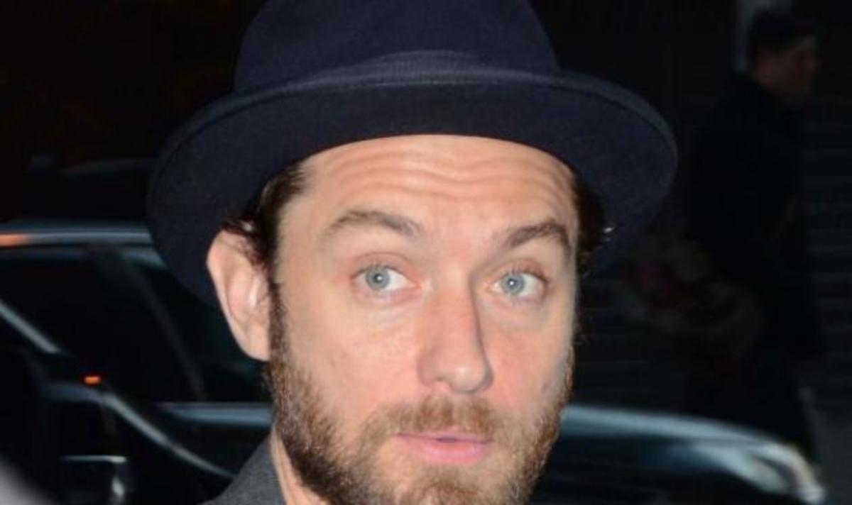 Κορίτσια, ο Jude Law έχει καραφλίτσα! Να γιατί δεν έβγαζε το σκουφί τόσο καιρό! Φωτογραφίες   Newsit.gr