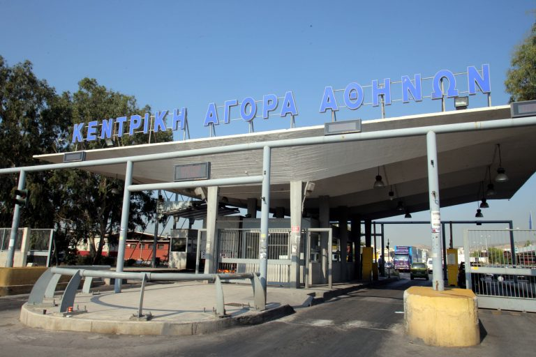 Έχουν ρημάξει τις μπαταρίες από τα φορτηγά στη Λαχαναγορά   Newsit.gr