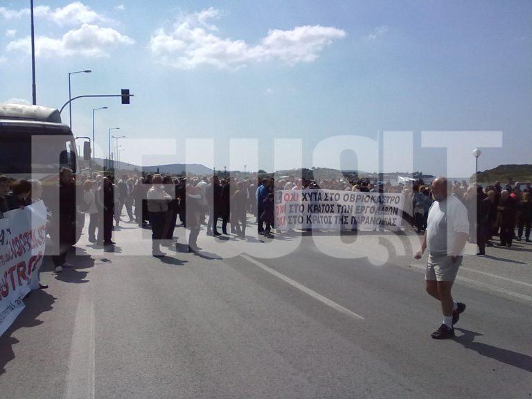 Με σκουπιδιάρες έκλεισαν την Λεωφόρο Σουνίου – Αποκλειστικές φωτό του NewsIt | Newsit.gr