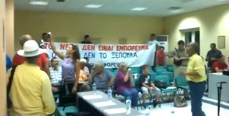 Λευκάδα: Εισβολή στο δημοτικό συμβούλιο λόγω… νερού -Δείτε το βίντεο! | Newsit.gr