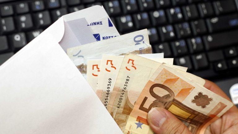 Υποχώρηση για την παρακράτηση φόρου 8% | Newsit.gr
