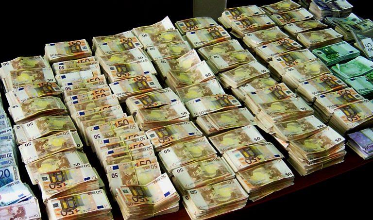 Εφοριακοί με 2,2 εκατ. ευρώ (αδήλωτες) καταθέσεις στο εξωτερικό   Newsit.gr