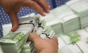 Bloomberg: Φτάνουν τα πασαλείμματα με το χρέος της Ελλάδας!