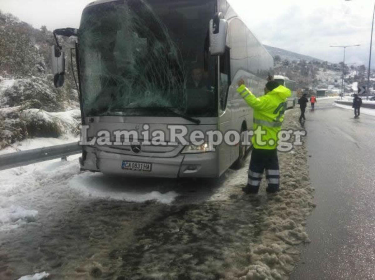 Σύγκρουση λεωφορείων στους Άγιους Θεόδωρους – ΦΩΤΟ και ΒΙΝΤΕΟ | Newsit.gr