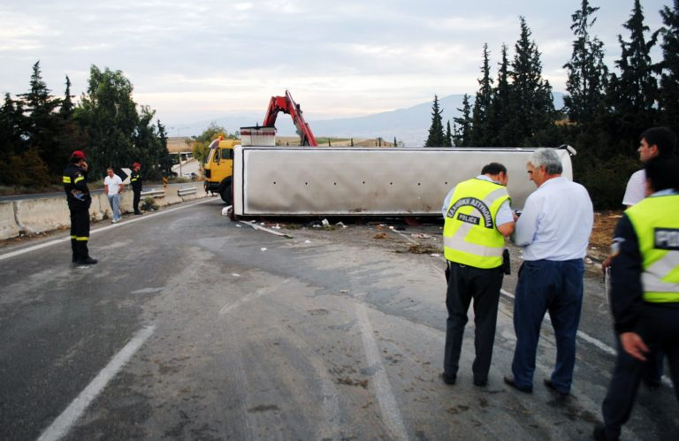 Αίμα στην άσφαλτο: ανατροπή λεωφορείου με 4 νεκρούς στη Χαλκιδική – 36χρονος έσωσε τη γυναίκα και το παιδί του πριν ξεψυχήσει στο δρόμο | Newsit.gr