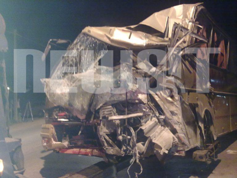 Τρελή κούρσα λεωφορείου στα Σπάτα – Καρφώθηκε σε κατάστημα | Newsit.gr