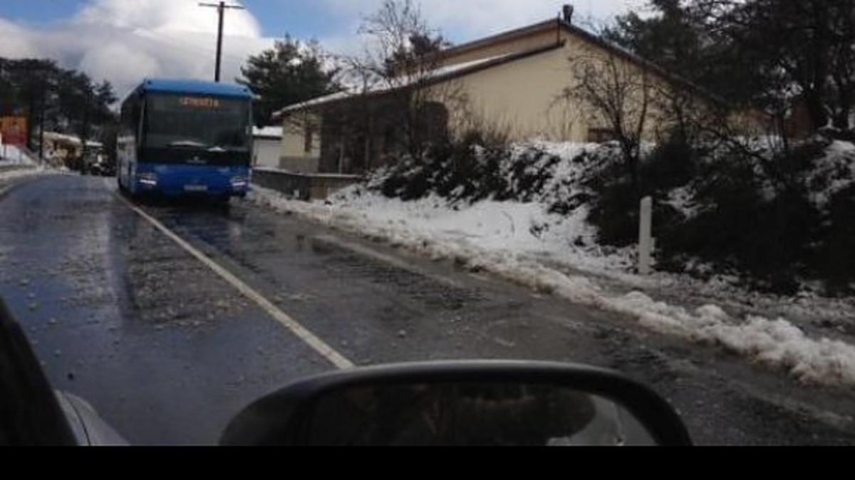 Σοκ: Κινδύνεψαν μαθητές στο δρόμο για το Γυμνάσιο Αγρού – Τα λεωφορεία γλίστρησαν στον πάγο | Newsit.gr