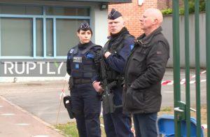 Γαλλικές εκλογές: Αστυνομικοί με οπλοπολυβόλα ενόψει… Λε Πεν! [vid]