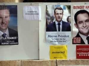 Γαλλικές εκλογές: «Απρόσωπη» η Λε Πεν! Γιατί λείπουν οι αφίσες της; [pics]
