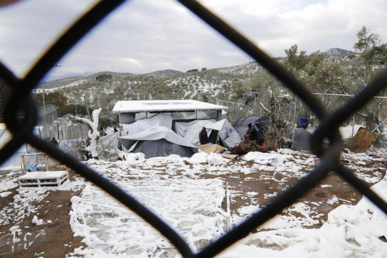 Λέσβος: Με ρυθμούς χελώνας γίνεται η μεταφορά προσφύγων για την κακοκαιρία | Newsit.gr