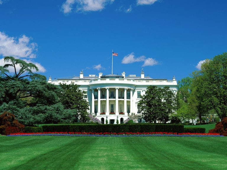 Μέχρι τις 2 Αυγούστου θα αντέξει η οικονομία των ΗΠΑ | Newsit.gr