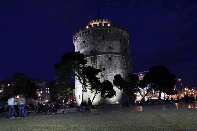 Ο Λ.Πύργος από χάρτινα νούφαρα για το Γκίνες | Newsit.gr