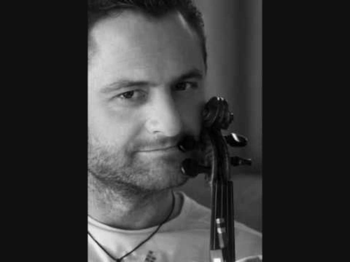 Λ. Βαζαίος: Είμαι άπορος και τραγουδούσα μόνο για φίλους με χαρτούρα | Newsit.gr