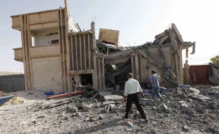 Στενός συνεργάτης του Καντάφι σοβαρά τραυματισμένος από ρουκέτα | Newsit.gr