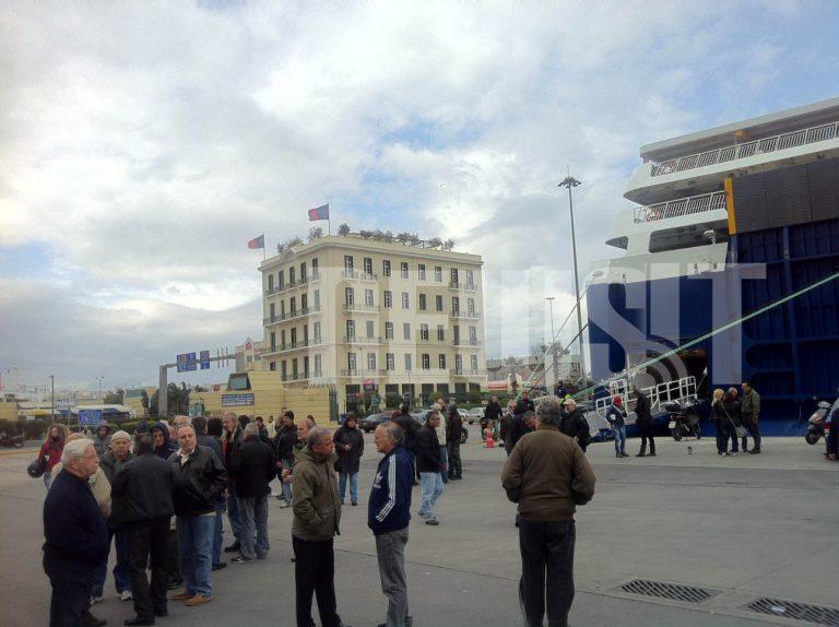 Τα μεσάνυχτα φεύγουν φορτωμένα τα πλοία   Newsit.gr