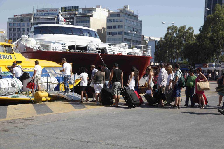 Με πληρότητα 100% φεύγουν τα πλοία – Έκτακτα μέτρα από την Τροχαία | Newsit.gr